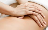 Mujer recibiendo un masaje (Foto. Freepik)
