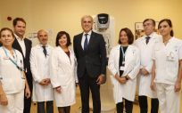 El consejero de Sanidad, Enrique Ruiz Escudero, ha visitado a los profesionales de la Unidad de Mama. (Foto. Comunidad de Madrid)
