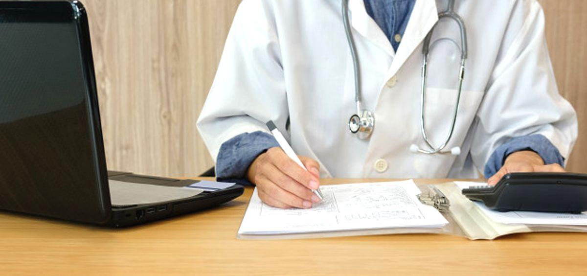 Médico (Foto: Freepik)