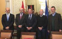 Representantes de los sindicatos CSIF, CC.OO. y UGT junto al ministro interino de Función Pública en funciones, Luis Planas (Foto: FeSP-UGT)
