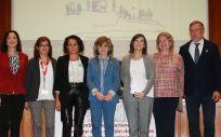 María Luisa Carcedo, en el centro, durante la clausura de la Jornada de intercambio de experiencias en valor en la gestión de personas con enfermedades crónicas.
