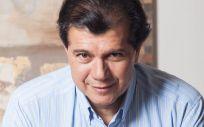El cirujano plástico, Héctor Valdés Peñailillo. (Foto. ConSalud)
