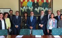 El consejero de Sanidad y el rector de la Universidad de Cantabria han encabezado la reunión (Foto. Gobierno de Cantabria)