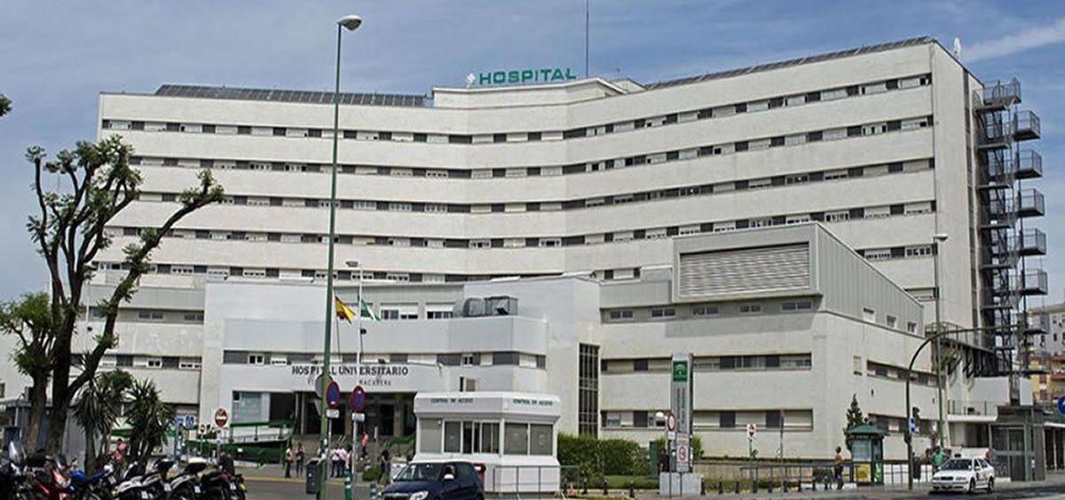 Fachada del Hospital Universitario Virgen Macarena de Sevilla. (Foto. Wikipedia)