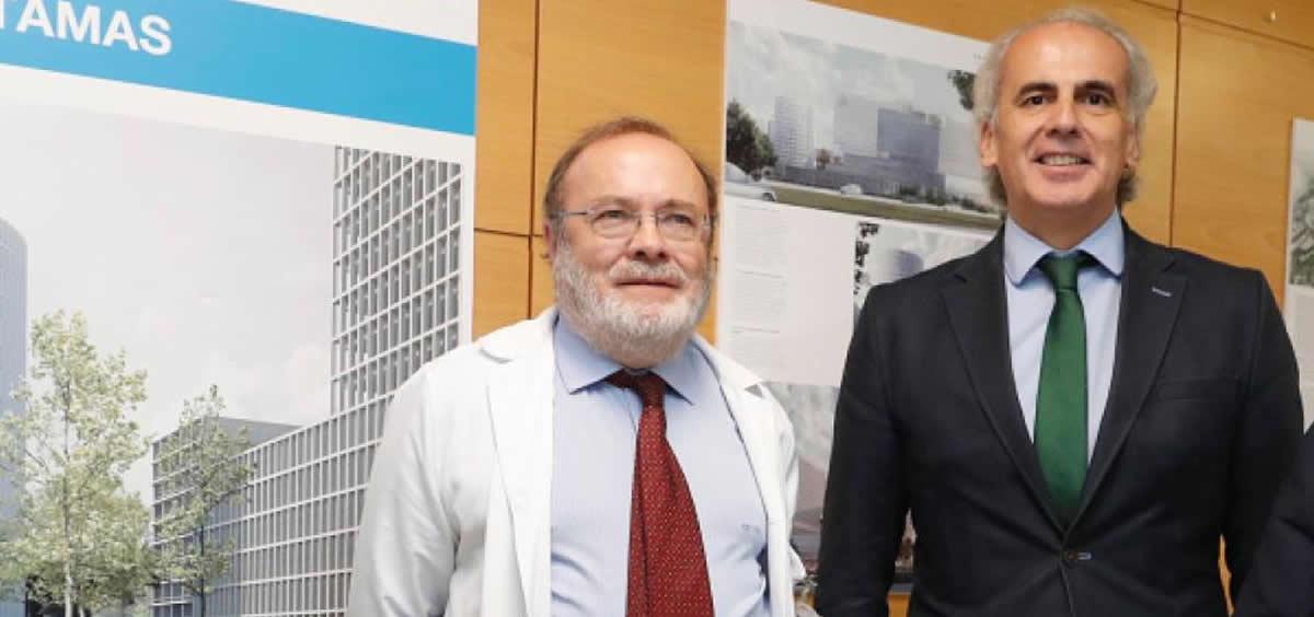 El consejero de Sanidad de la Comunidad de Madrid, Enrique Ruiz Escudero, y el director general del Hospital La Paz, Rafael Perez Santamarina. (Foto.Comunidad de Madrid)