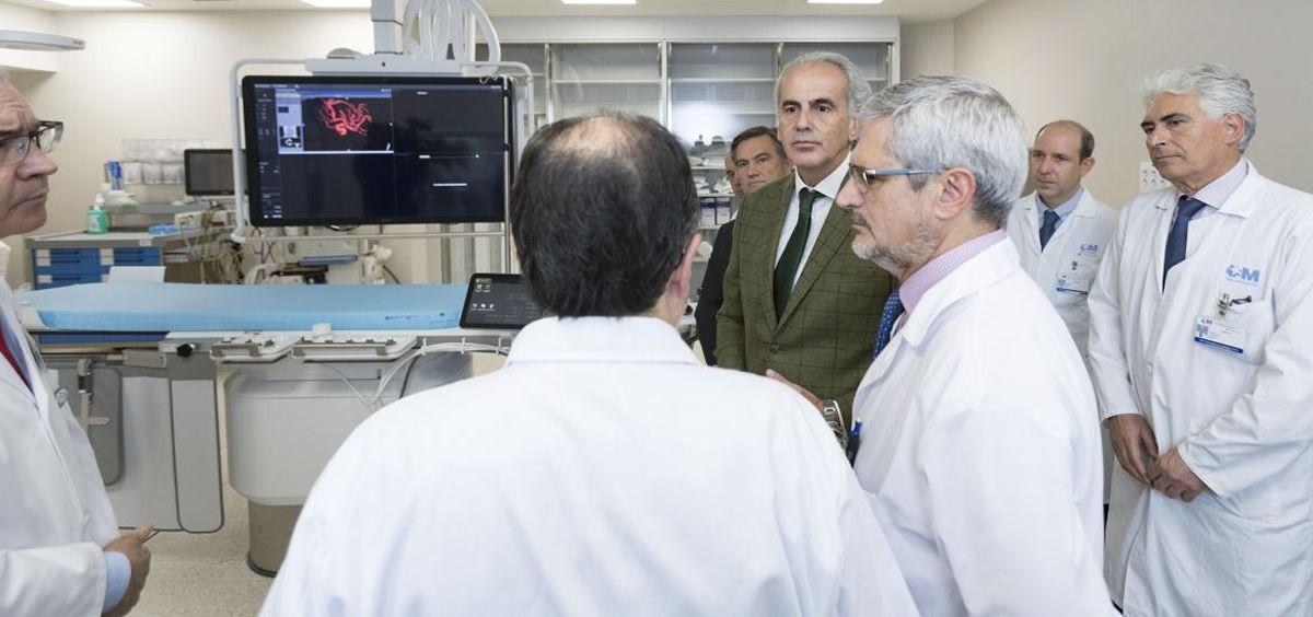 Enrique Ruiz Escudero, consejero de Sanidad de la Comunidad de Madrid, en su visita el Gregorio Marañón (Foto. ConSalud)