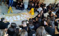 Encierro de los estudiantes de la Facultad de Medicina de la Universidad de Santiago de Compostela (Foto: @AsembleaMed)