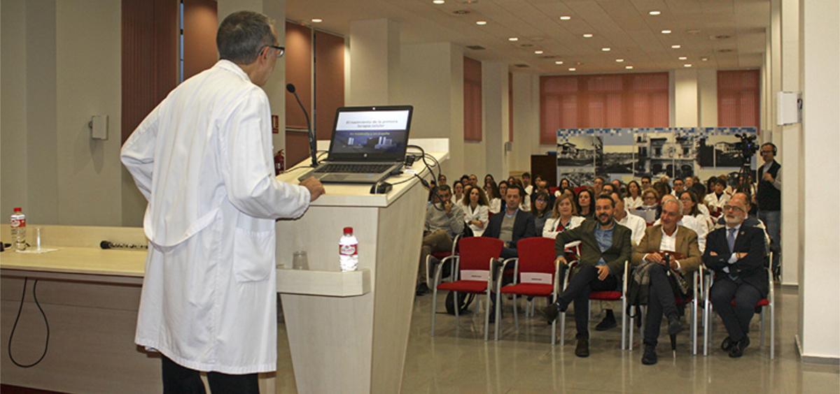 Miguel Rodríguez en la sesión celebrada en el Hospital Valdecilla (Foto. Gobierno de Cantabria)