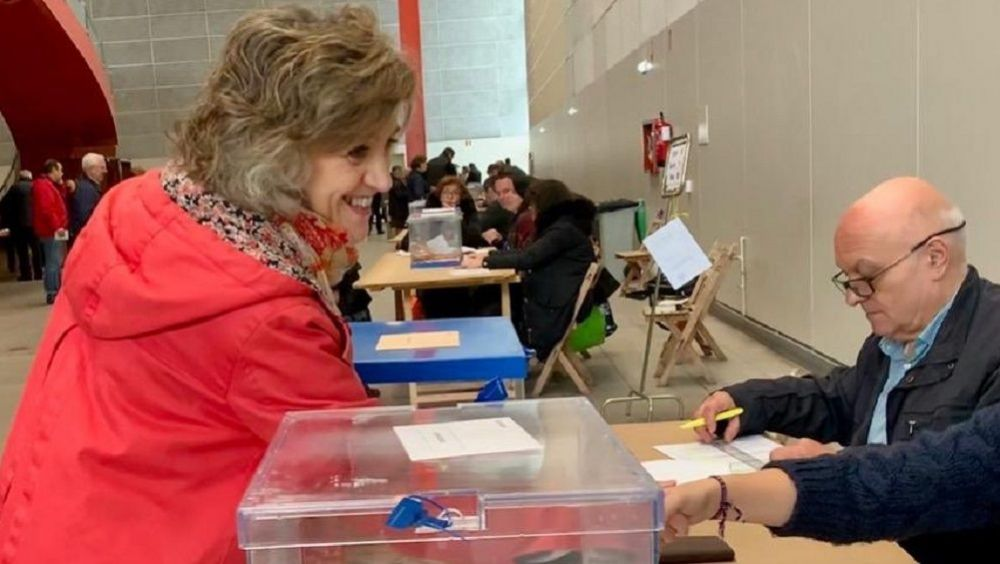 La ministra de Sanidad en funciones, María Luisa Carcedo, en el momento de la votación. (Foto. @luisacarcedo)