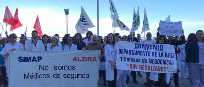 Trabajadores durante la protesta (Foto. ConSalud.es)