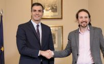 Pedro Sanchez y Pablo Iglesias durante la firma del preacuerdo para un gobierno de coalición PSOE-Podemos. (Foto. Flickr PSOE)
