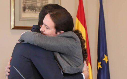El pacto del abrazo: lo que une y separa a PSOE y Podemos en Sanidad