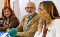 Celia Gómez, gerente del SCS, Miguel Rodríguez, consejero de Sanidad, y Mónica Hernández, generte del Hospital de Laredo (Foto. Gobierno de Cantabria)