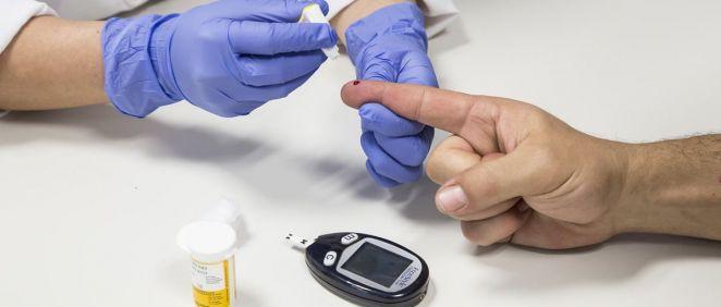 Realización prueba de diabetes (Foto. Hospital de Torrejón)
