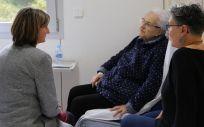 Alba Vergés visitando la nueva unidad de fragilidad (Foto. Generalitat Catalana)