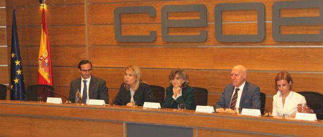 María Luisa Carcedo, ministra de Sanidad en funciones, interviniendo en la CEOE (Foto: CEOE)