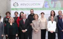 La Reina Doña Sofía, con los familiares y pacientes con alzhéimer.