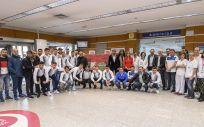 Los jugadores del Club Deportivo Leganés, entre los que colaboran en la realización del maratón (Foto. ConSalud)