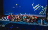 Foto de familia de los galardonados, finalistas y autoridades en los Premios Enfermería en Desarrollo 2018 (Foto: FUDEN)
