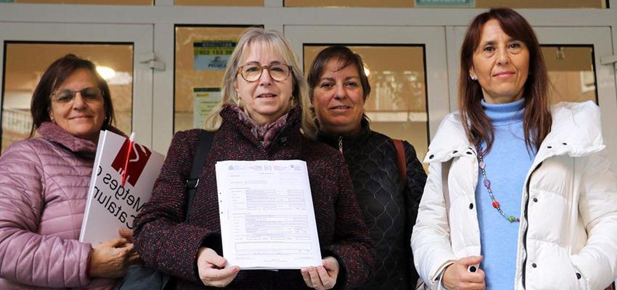 Representantes de Metges presentan la denuncia ante Inspección de Trabajo (Foto: Metges)