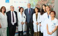 Profesionales del Clínico San Carlos y Enriquez Ruiz Escudero, consejero de Sanidad de la Comunidad de Madrid (Foto. ConSalud)