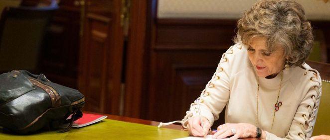 María Luisa Carcedo, ministra de Sanidad en funciones, recoge su acta de diputada (Foto: @luisacarcedo)