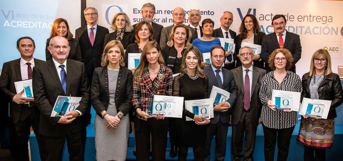 Foto de familia de los representantes de la Fundación IDIS junto a las entidades galardonadas (Foto: Instituto para el Desarrollo e Integración de la Sanidad)
