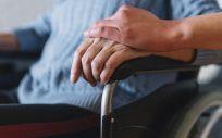 Persona mayor en silla de ruedas (Foto: Freepik)