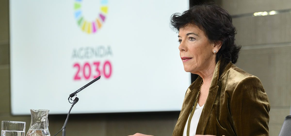 La ministra de Educación y portavoz del Gobierno, Isabel Celaá, al inicio de la rueda de prensa posterior al Consejo de Ministros. (Foto. Pool Moncloa y Borja Puig de la Bellacasa)