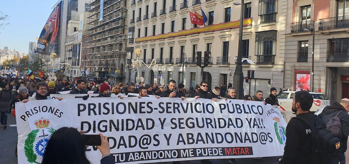 Imagen de la manifestación de los funcionarios de prisiones en Madrid camino del Congreso de los Diputados. (Foto. @tu abandono)
