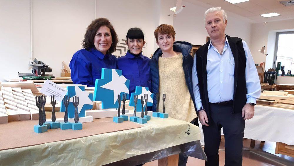 Pacientes del José Germain elaboran trofeos navideños