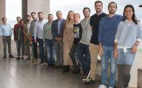 Profesionales del Servicio de Cirugía Oral y Maxilofacial de Valdecilla junto al doctor Pedro Franco y especialistas de otros hospitales (Foto. Oficina de Comunicación, Gobierno de Cantabria)