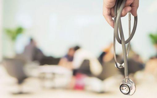 Médicos jubilados menores de 70 años vuelven a la Sanidad para luchar contra el coronavirus