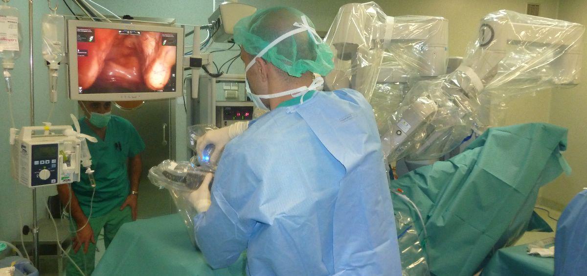 Operación realizada con el Robot Da Vinci en el Hopistal Quirónsalud de Barcelona (Foto. ConSalud)
