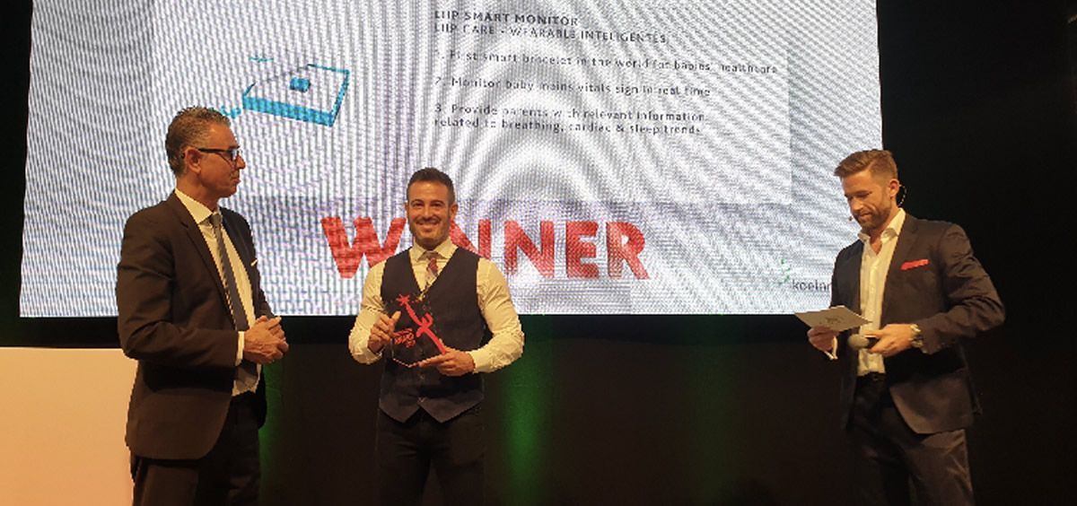 David Güémez recogiendo el galardón en  durante la ceremonia de los Innovation Award en la feria Kind Und Jugend de Colonia. (Foto, CS)