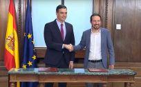 Pedro Sánchez y Pablo Iglesias presentan el acuerdo (Foto: YouTube Podemos)