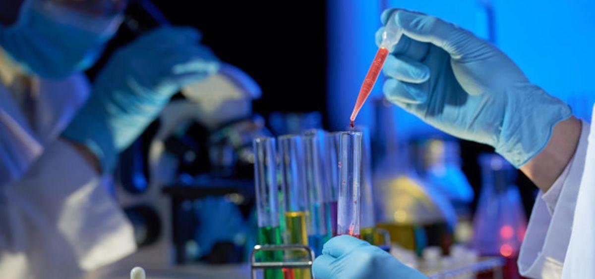 El fármaco de nueva creación, denominado Debio-1452-NH3, interfiere con la síntesis de ácidos grasos en células bacterianas (Foto. Freepik)