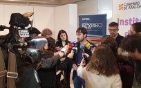 Los directores gerentes del IAJ e INAEM, junto a dos jóvenes que han regresado a Aragón, visitan las oficinas del Plan Retorno (Aragón Hoy)