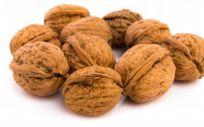Las nueces y los frutos secos son algunos de los alimentos que ayudan a bajar el colesterol (Foto. Freepik)