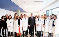 Enrique Ruiz Escudero en su visita al Hospital Puerta de Hierro Majadahonda (Foto. Comundiad de Madrid)