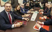 Representantes de PRC y PSOE de Cantabria durante la reunión (Foto: PRC)
