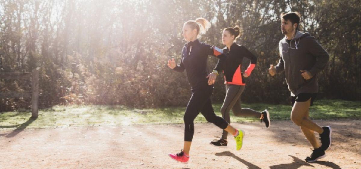 Se recomienda el ejercicio al aire libre y a la luz solar (Foto. Freepik)