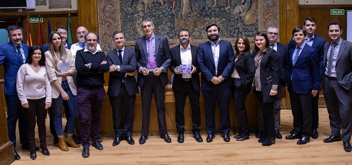 Foto de grupo con muchos de los profesionales de la FJD implicados en el proyecto y representantes de Philips. (Foto. Quirónsalud)