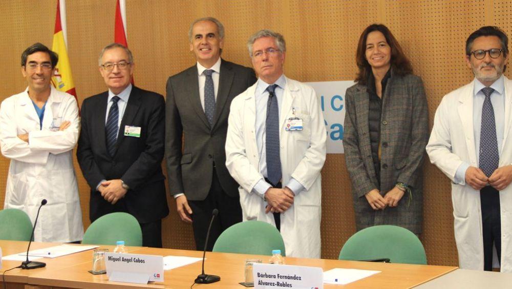 Enrique Ruiz Escudero, consejero de Sanidad de Madrid, junto al cardiólogo Miguel Ángel Cobos (Foto: Comunidad de Madrid)