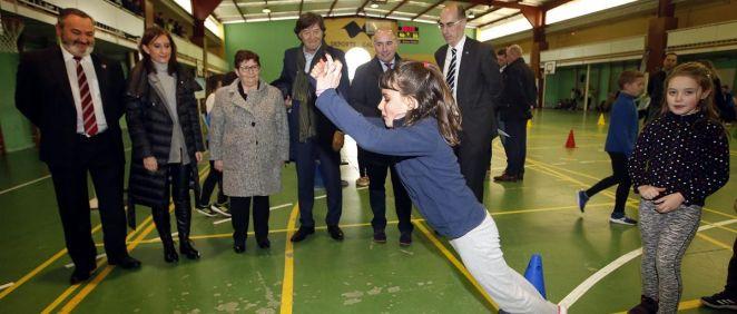 El documento busca la promoción de estilos de vida activos entre los escolares gallegos de los centros participantes en los Proyectos de Vida Activa – Red de Centros Activos y Saludables (Foto. Xunta de Galicia)