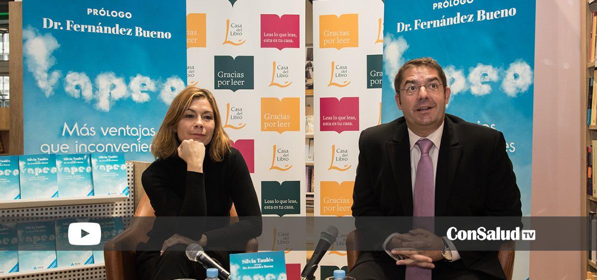 Silvia Taulés y Fernando Fernández Bueno en la presentación del libro Vapeo (Foto. ConSalud.es)