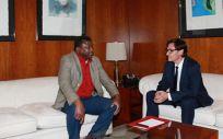 Salvador Illa recibe a su homólogo de Gambia. (Foto: Ministerio de Sanidad)
