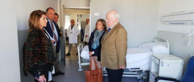 Jesús Aguirre en su visita a la nueva planta de Medicina Interna (Foto. ConSalud)