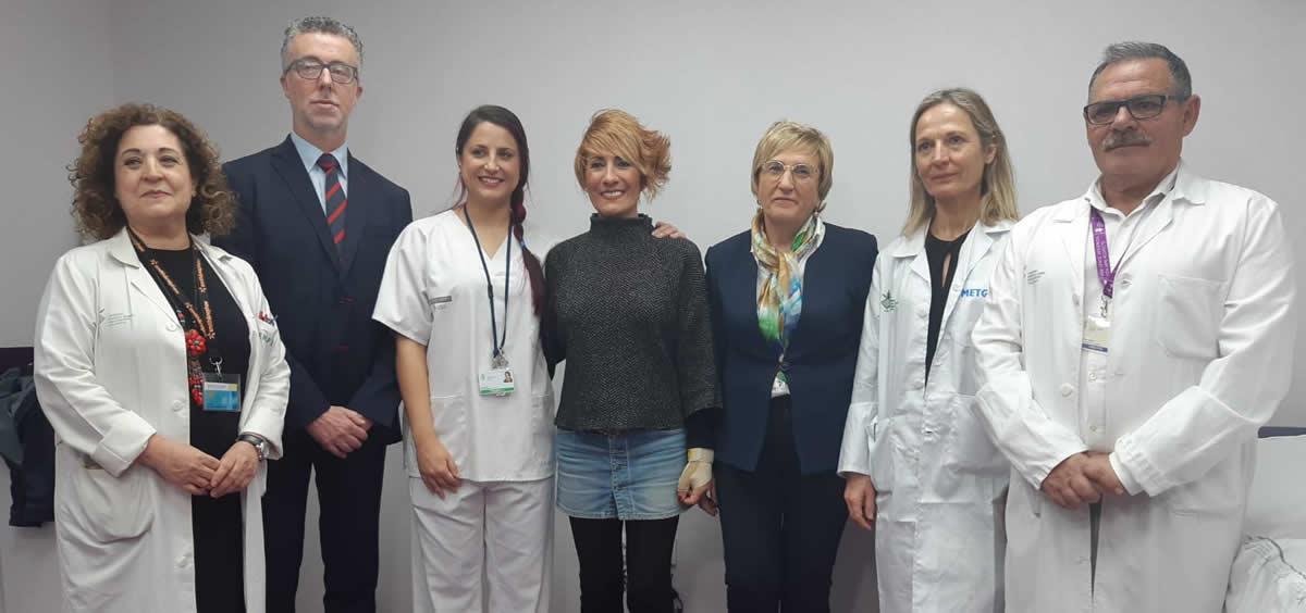 La consejera de Sanidad de la Comunidad Valenciana, Ana Barceló, junto a los profesionales del Hospital General (Foto. Comunitat Valenciana)