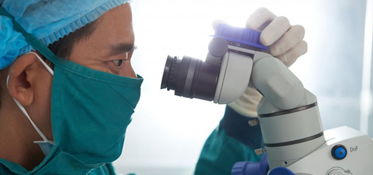 Investigador asiático (Foto. Freepik)
